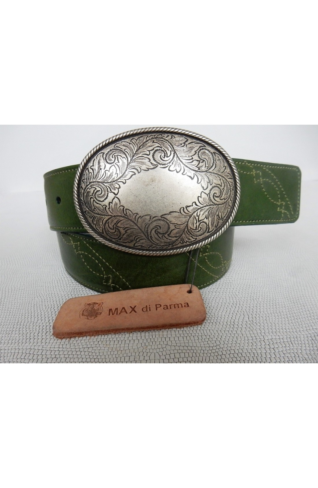 CINTURA SPECIALE art.492 KANSAS su spalle toro mm.40 var.62 verde avocado +cuciture verde in tinta ricamo (1)